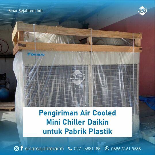 Pengiriman Air Cooled Mini Chiller Daikin untuk Pabrik Plastik